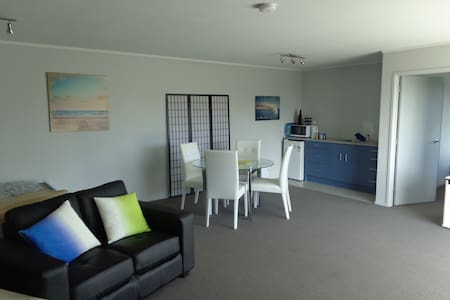 Matapouri Holiday Unit - Bed & Breakfast