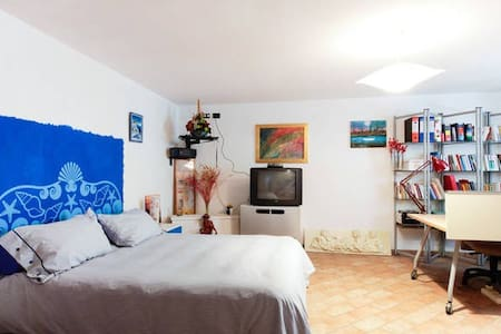 Room type: Private room Bed type: Real Bed Property type: Townhouse Accommodates: 2 Bedrooms: 1 Bathrooms: 1