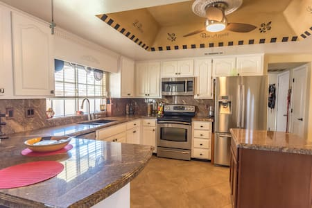 Make This Your Home Away From Home in Scottsdale - Scottsdale - House