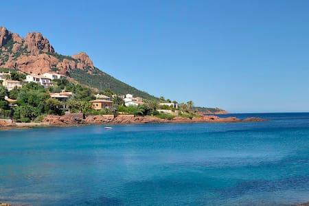 Studio bord de mer ,piscine,parking - Saint-Raphaël