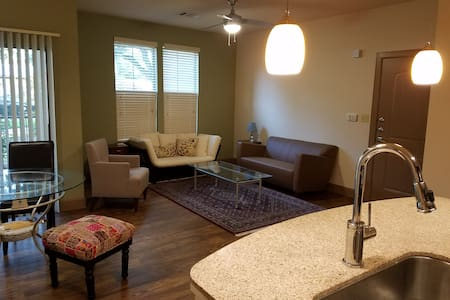 Entire 1  and one half bedrooms Apt - Cedar Park - Appartement