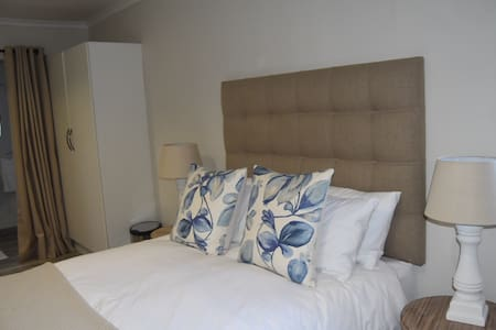 Charming self-catering cottage in Parkhurst - Hus