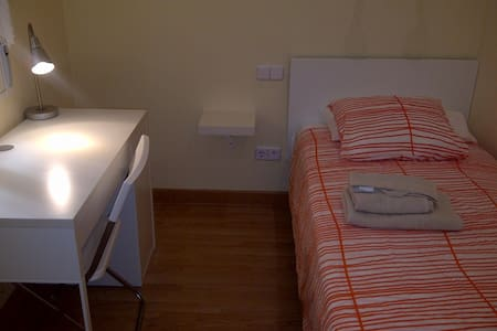 Cool room with AirCon Madrid center