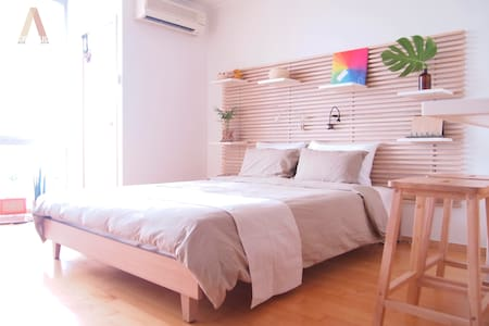 Location ㆍdirect connection to the Hongdae station Exit#3, taking 3min to home.  >> 5min to Hongdae main street by walking  View ㆍhigh floor  Interior ㆍdecorated with the green nature  Communication ㆍalways open to communicate together :)