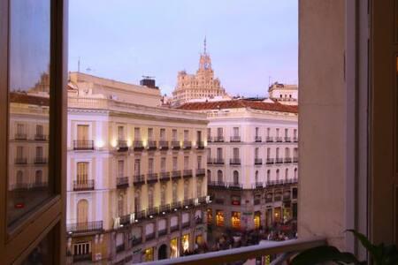Puerta del Sol Plaza 2