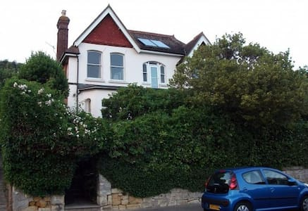 Single room in a glorious house - Hastings - House