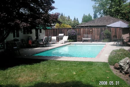 4BR West Menlo Home with Large Pool