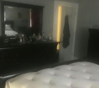 Clean, private, furnished room - Hackensack - Apartment