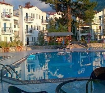 Modern hotel rooms with  pool view - Ölüdeniz Belediyesi - Bed & Breakfast