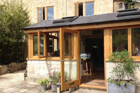 Delightful 18th Century Cotswold Weavers Cottage - Chalford - Casa