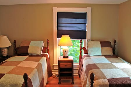 Private room with two twin beds - Bed & Breakfast