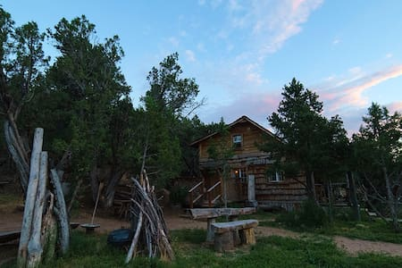 EXTREME PRIVACY REAL COWBOY CABIN - Stuga