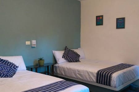 ANIMAL FRIENDLY ROOM IN GARDEN - Villahermosa - Stuga