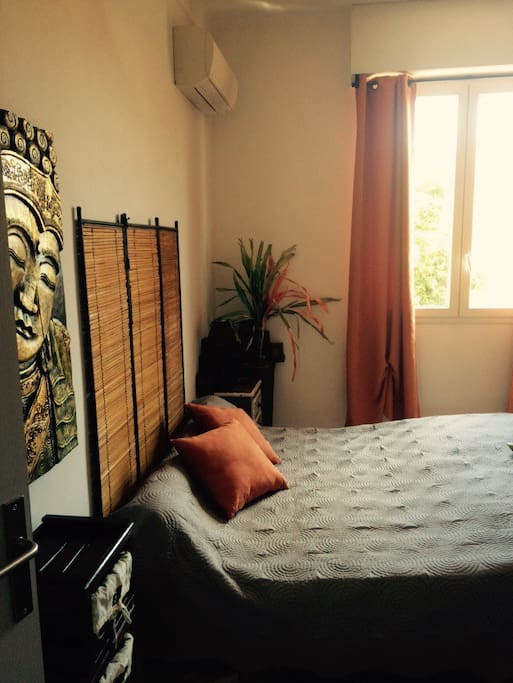 Chambre de 14m2 avec lit 2 places 190x200.