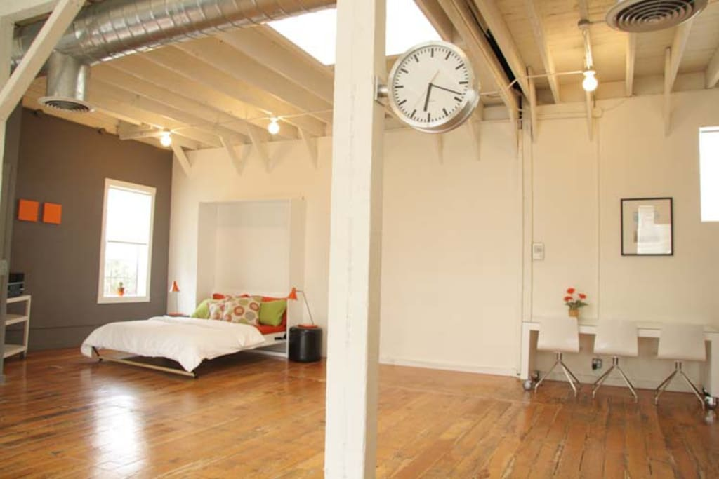 Large Sunny Loft w/ Private Garden