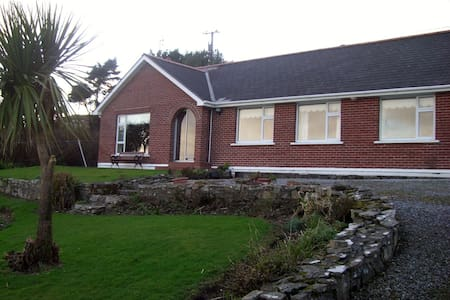 Rose Cottage  Seaview  Garden  +  [ WIFI  10 EURO] - Bantry