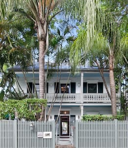 Private Loft in Old Town Key West - Bed & Breakfast