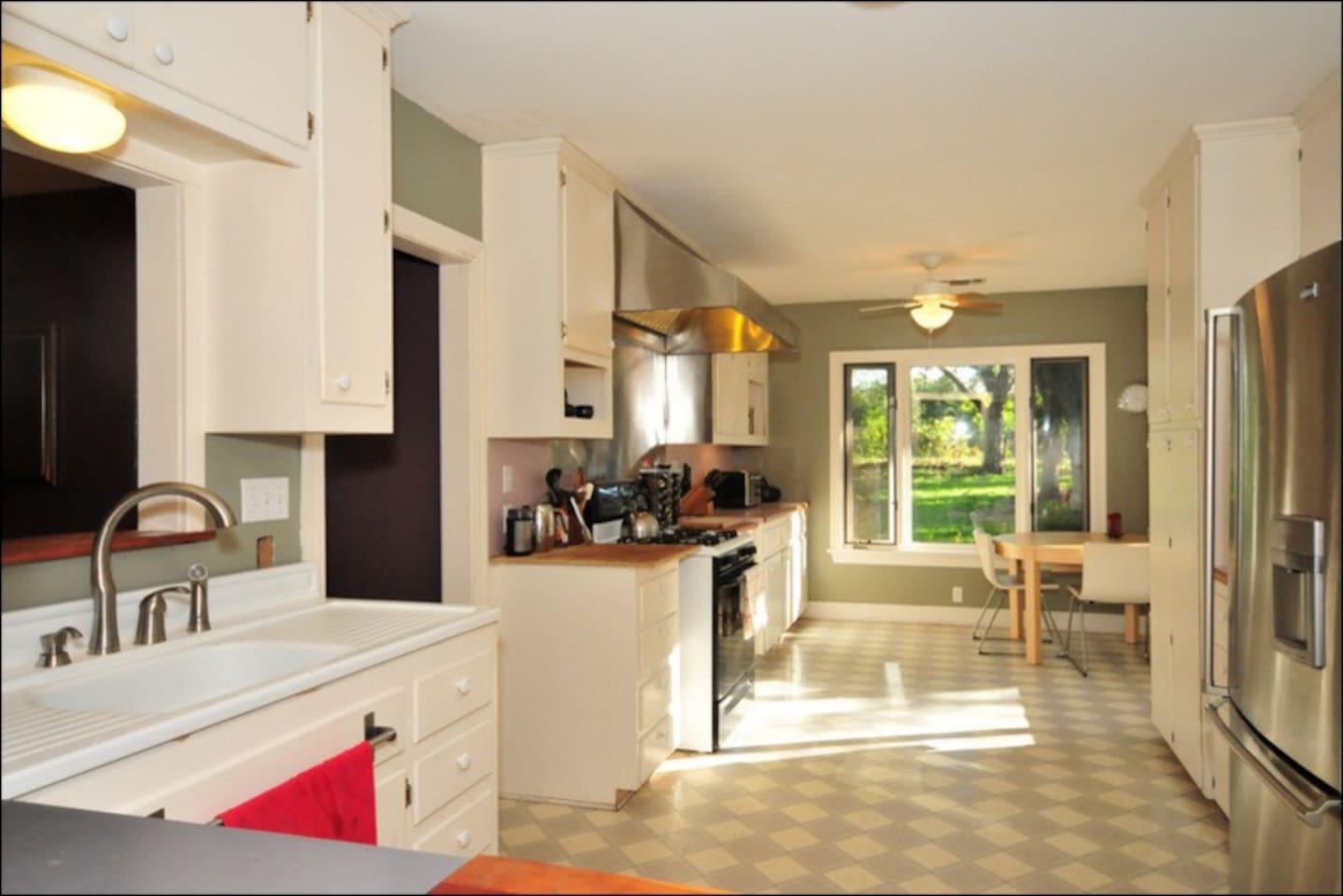 Sunny, spacious kitchen