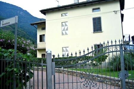 Villa Golden - Villa di Tirano - Aamiaismajoitus