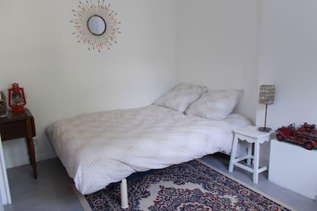 Chambre avec suite salle de bain - Maison