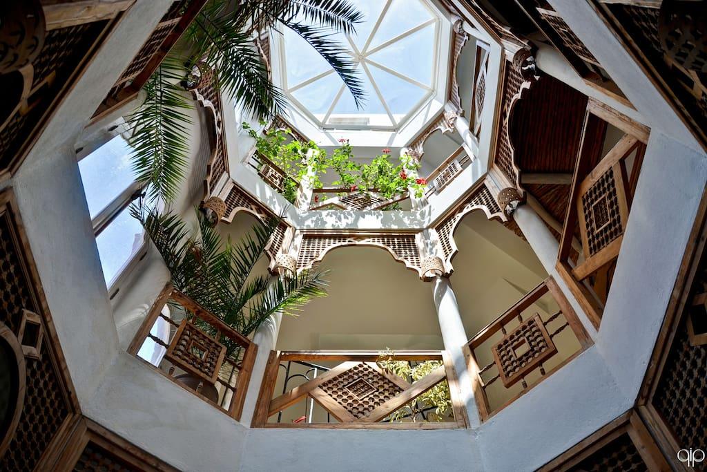Patio surmonté du toit octogonal
