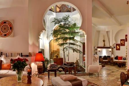 Charming house-riad in medina - 17p