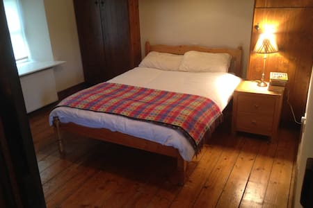 Double en-suite room, old farmhouse - Ballinrobe - House