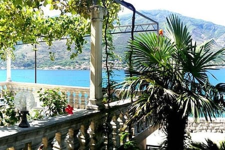 Double bed room with shared bathroom, Todorovic - Kotor - Casa