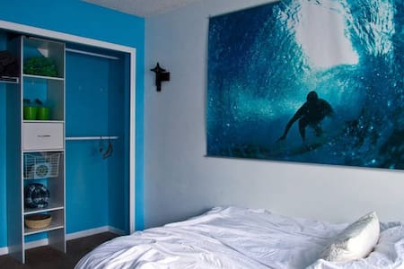 Surf's Up - Fun Bedroom - Soft Bed!
