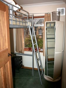 Single bedroom in Headingley