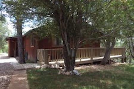 Elk Ridge Lodges:  The Brown Cabin - Casa de campo