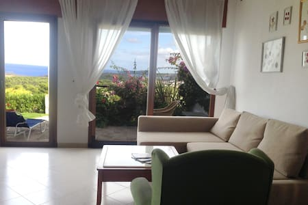 Apartamento con vista al MAR y JARDIN PRIVADO - Es Mercadal