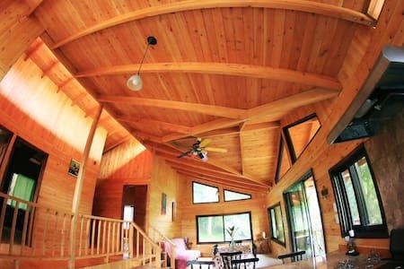 Wood cabin in Ecovillage - San Mateo - Stuga