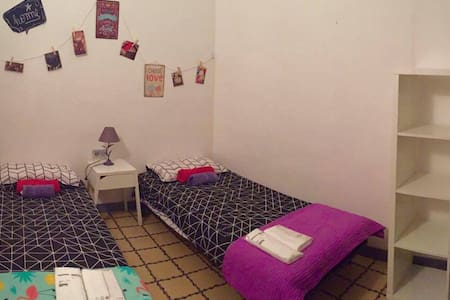 Room in the town of Barcelona. Gothic - Barcelona - Apartment
