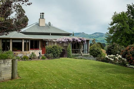 Takamatua Bed & Breakfast - The Blue Room - Bed & Breakfast