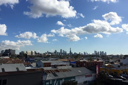 Modern & clean apartment close to everything! - South Yarra - Lägenhet