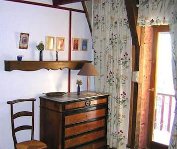 Chambre d'hôte : Chambre Basque - aurelle verlac