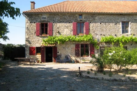 Charming 250yr old farmhouse. - Sauzé-Vaussais - Dom