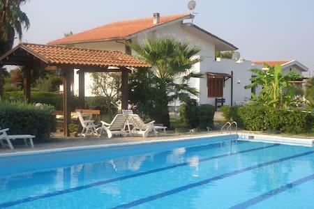 VILLALUCIA - Brindisi