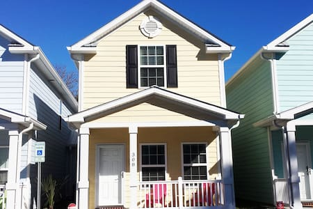 Beautiful Beach Style Cottage One Block To Beach - Myrtle Beach - Townhouse