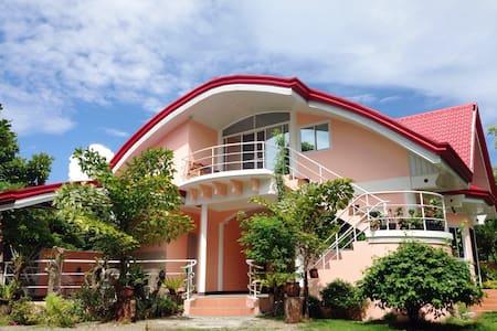 Family Villa With Pool Near Beach - New washington