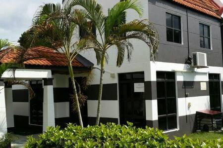 A Famosa Alor Gajah, Melaka + private pool villa - House