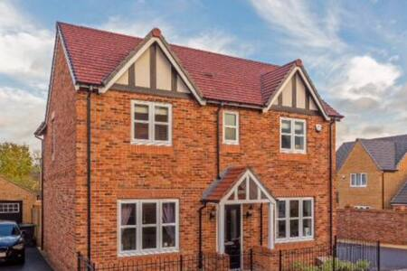Beautifully presented family home - Shillington - Rumah