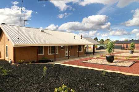 Charming 2BD mud brick home. - House