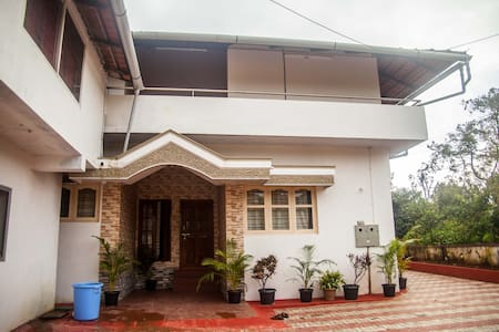 Private Room at Rowhouse, Madikeri - Apartment