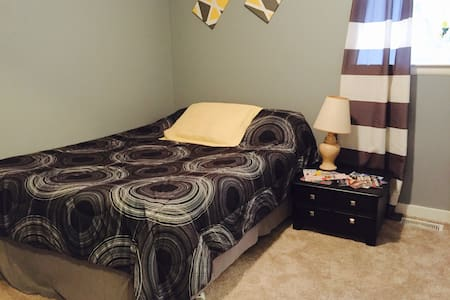 Clean, Convenient, Private Bedroom Near Downtown - Grand Rapids