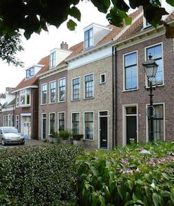 'herenhuis' aan de rand van het oude centrum - Leeuwarden