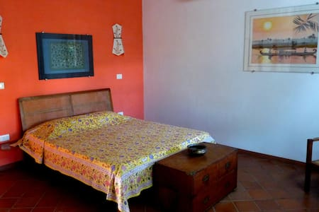 Yanam - a double room at Maison Gascon - Bed & Breakfast
