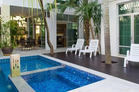 Jomtien Beach Villa sleep 10 - House