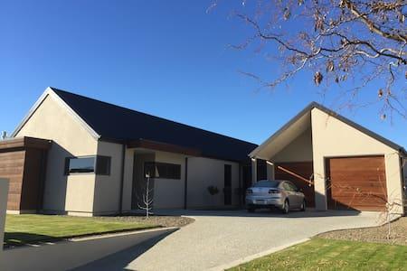 Warm modern house in Central Otago - Haus